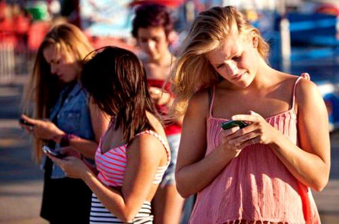 Andar con telefono es malo para el cuello